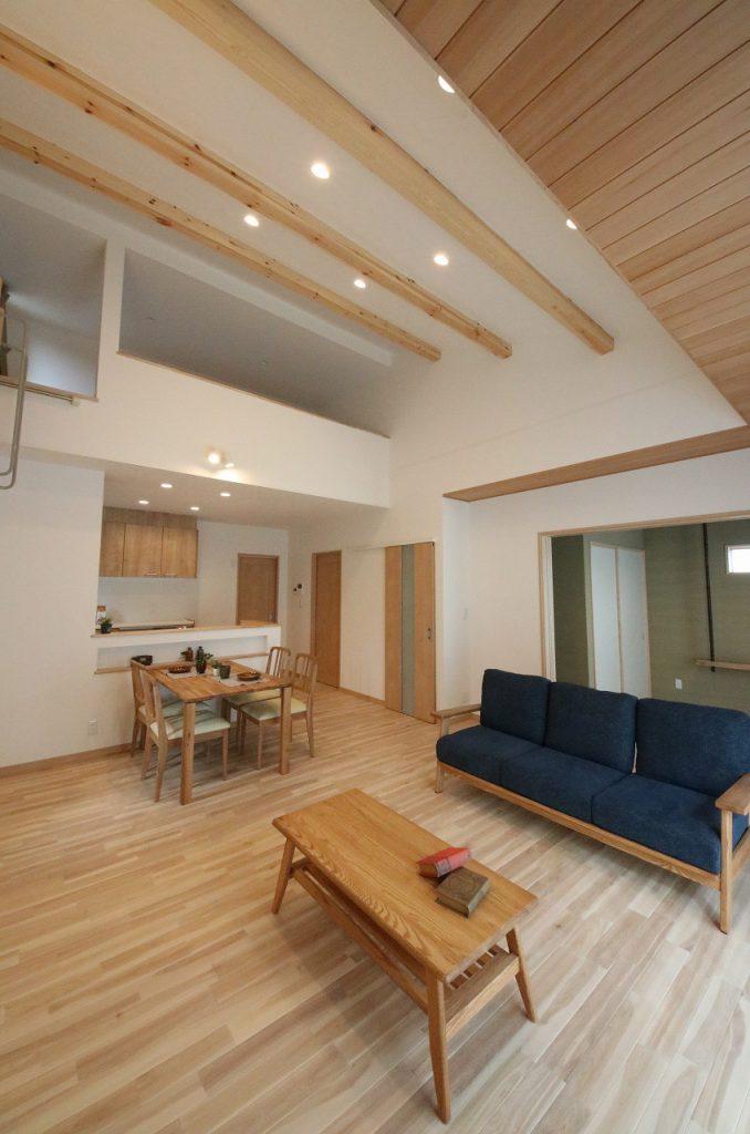 勾配天井を活かしたロフト付きの平屋のお家
