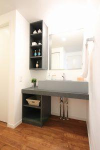 人気のオルロノフの洗面ボウルがスタイリッシュな造作の洗面スペース
