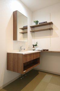 フロートタイプの「シーライン(C-Line)」の洗面スペース