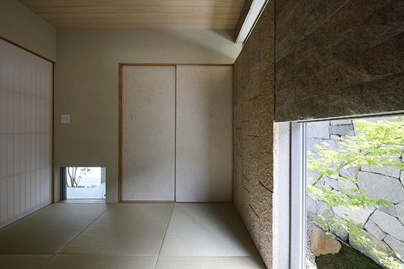 2種類の御影石と薩摩中霧島で仕上げた和室。
