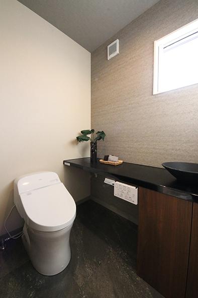 高級感のある和モダンのトイレ