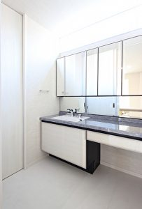 高級感のホテルライクな洗面スペース。